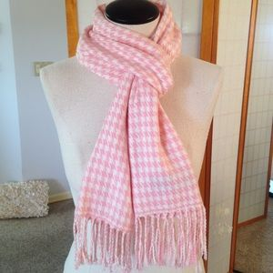 Accessories - 🌸HPx3!🌸Cozy Cashmere Pink Houndstooth Scarf